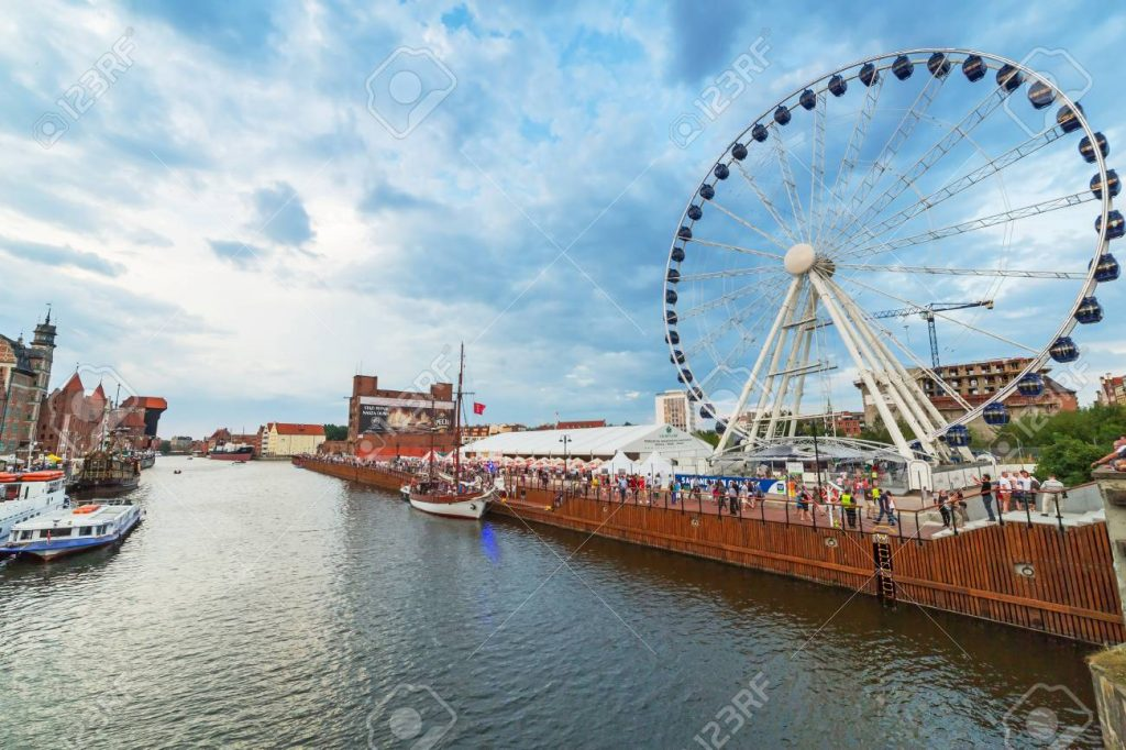 197-foot-tall (60-meter) Ferris wheel promenade
